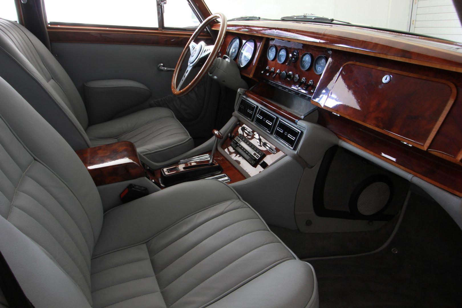 AIL Jaguar MK II 10