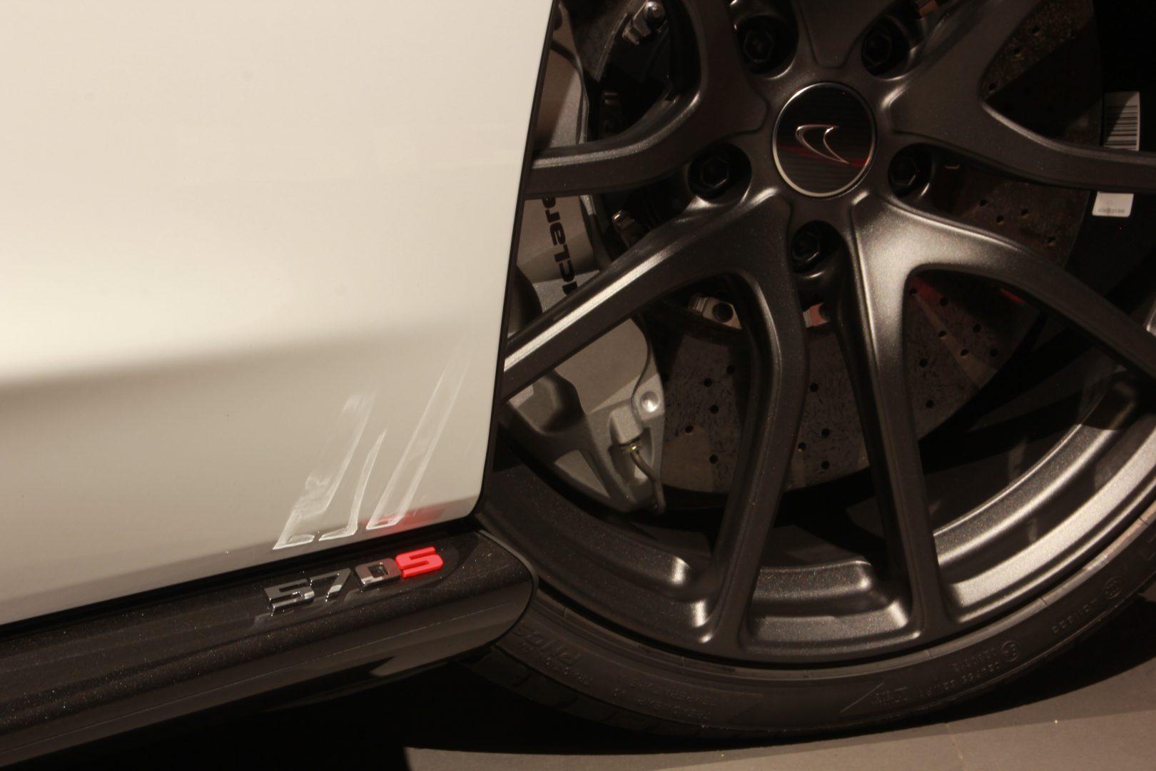 AIL McLaren 570S Carbon- Keramik LED 11