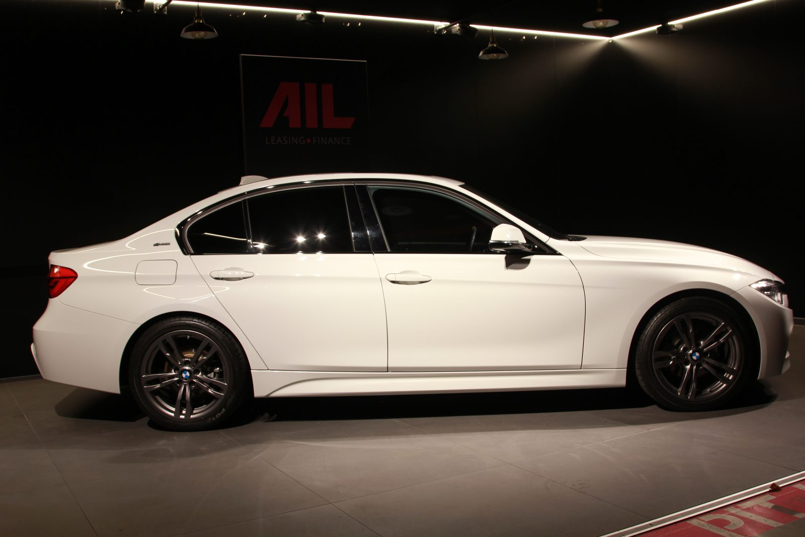 AIL BMW 330e iPerformance M Sport 7