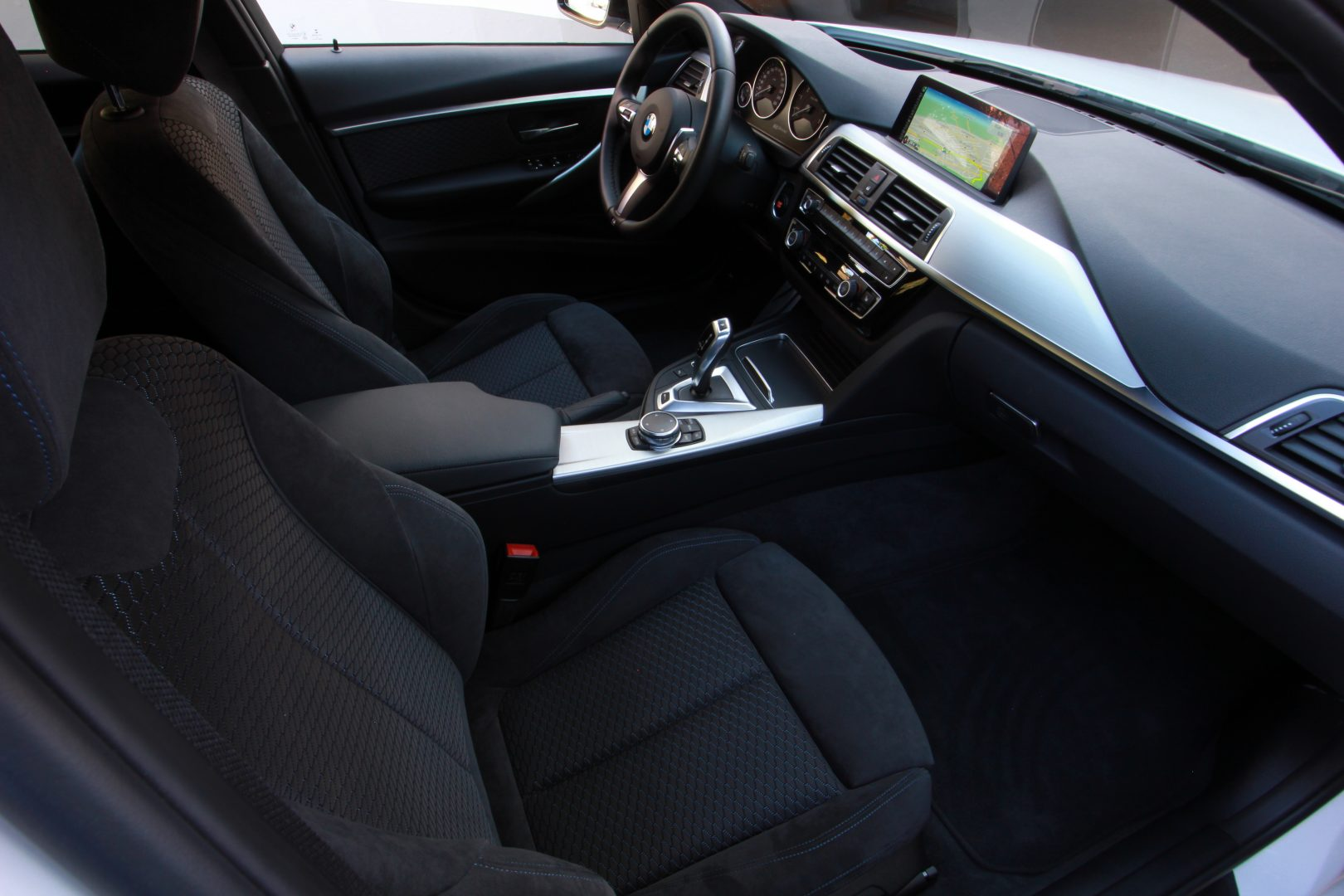 AIL BMW 330e iPerformance M Sport 6