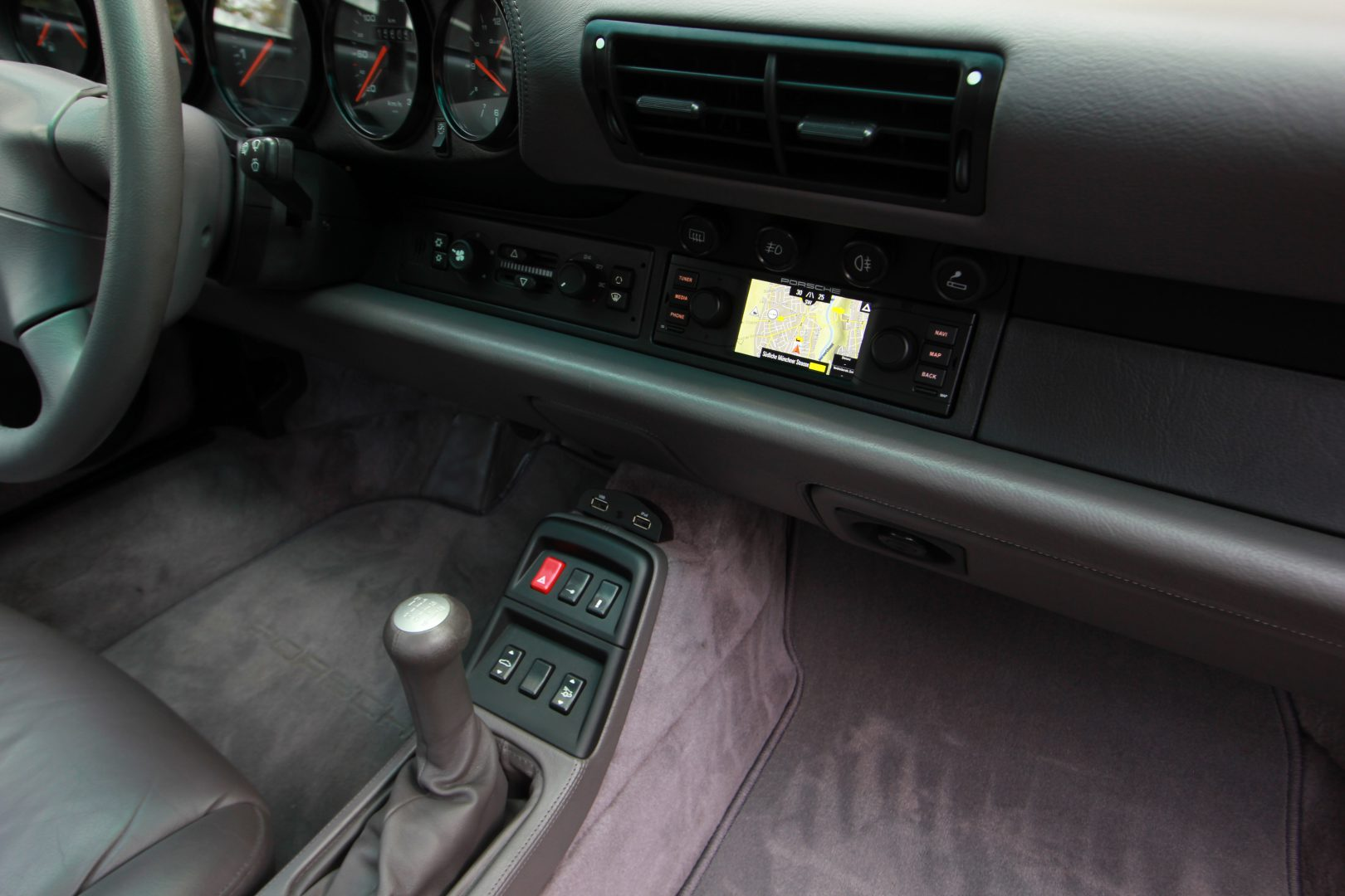 AIL Porsche 911 993 Carrera 4S 13
