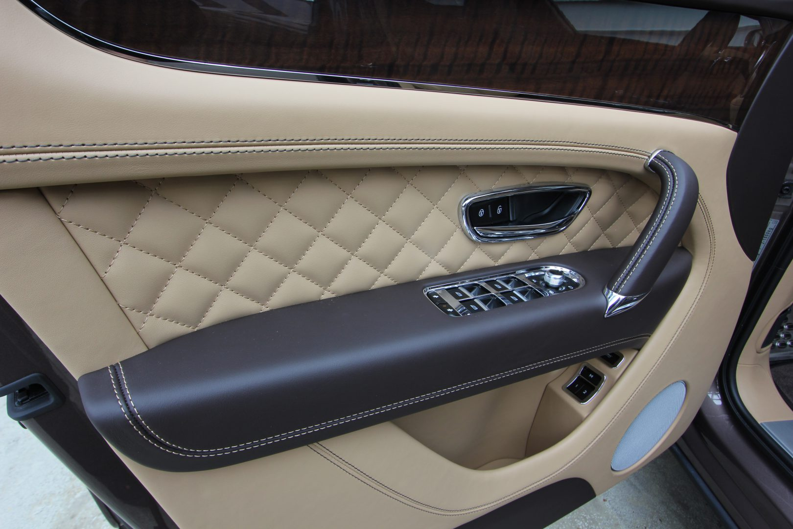 AIL Bentley Bentayga V8 Diesel Mulliner Driving Paket  4