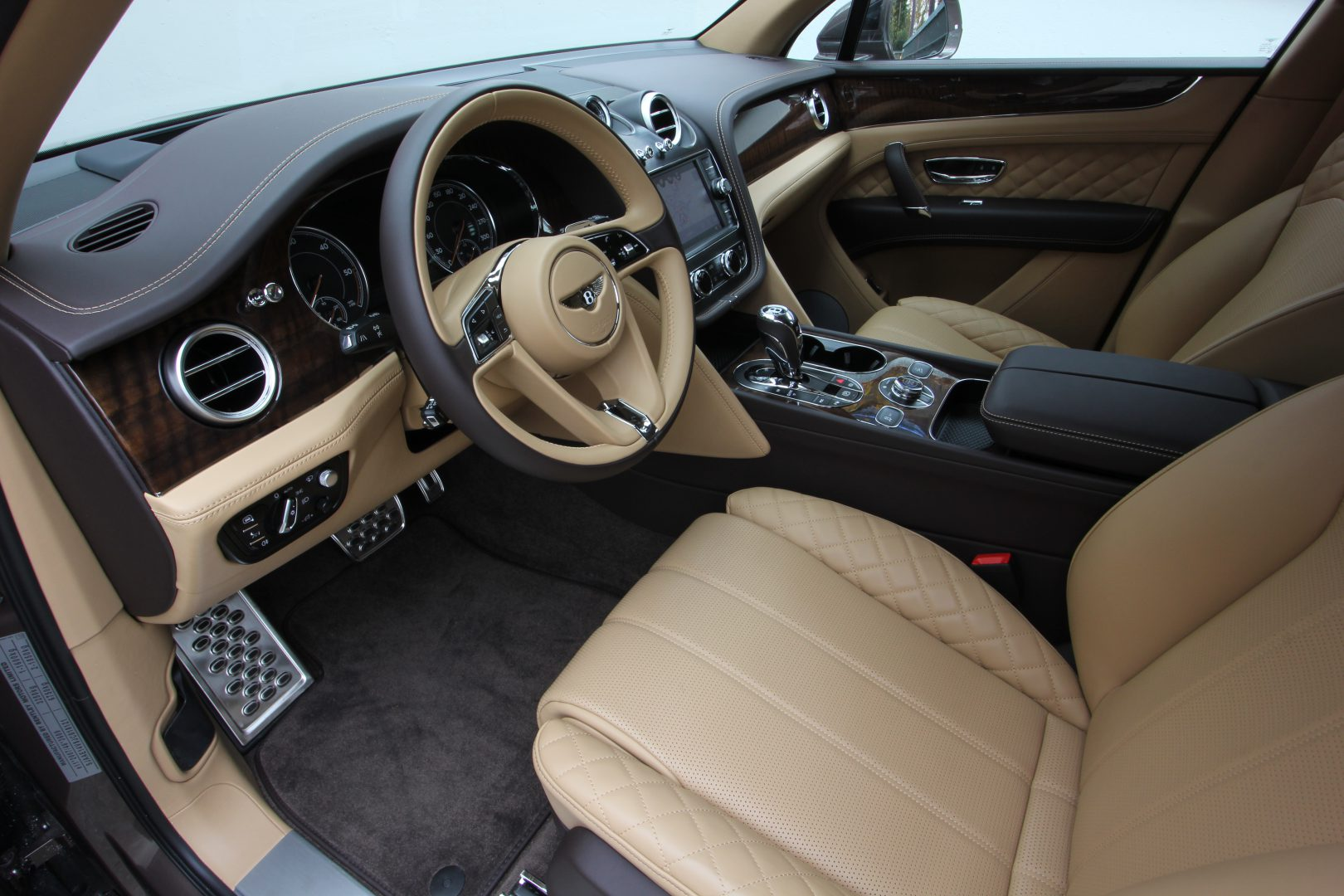 AIL Bentley Bentayga V8 Diesel Mulliner Driving Paket  2