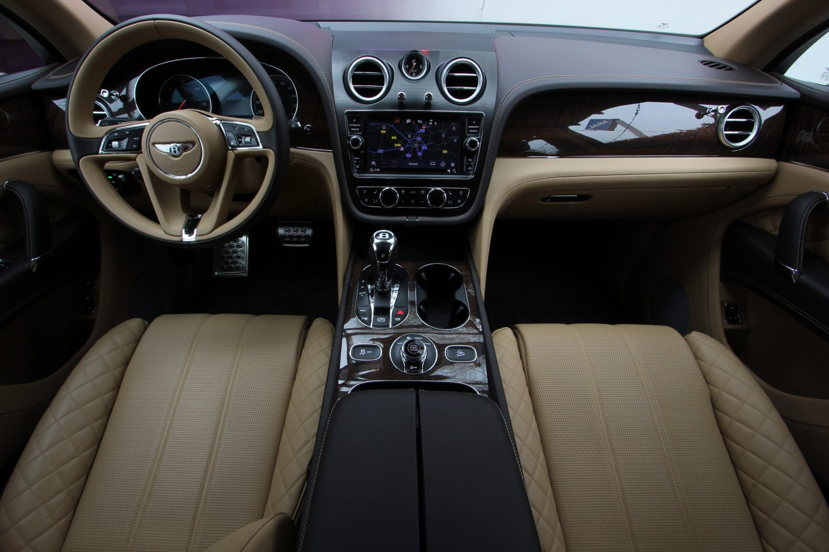 AIL Bentley Bentayga V8 Diesel Mulliner Driving Paket  8