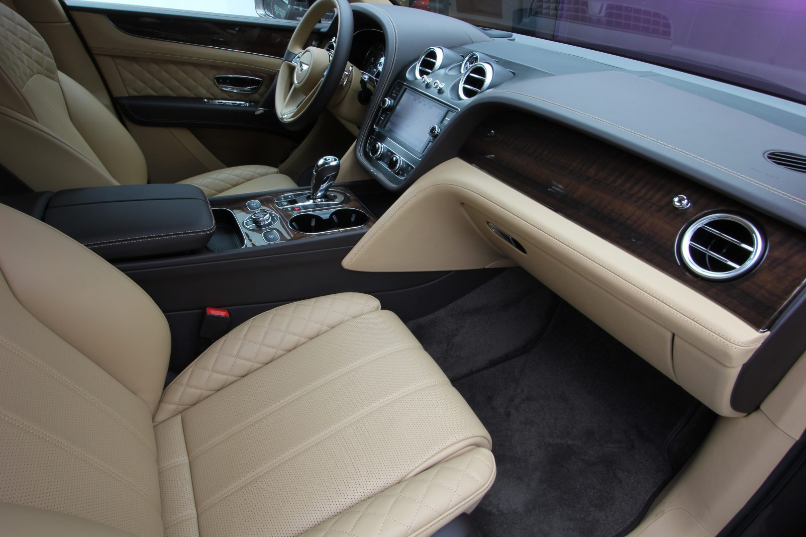 AIL Bentley Bentayga V8 Diesel Mulliner Driving Paket  12