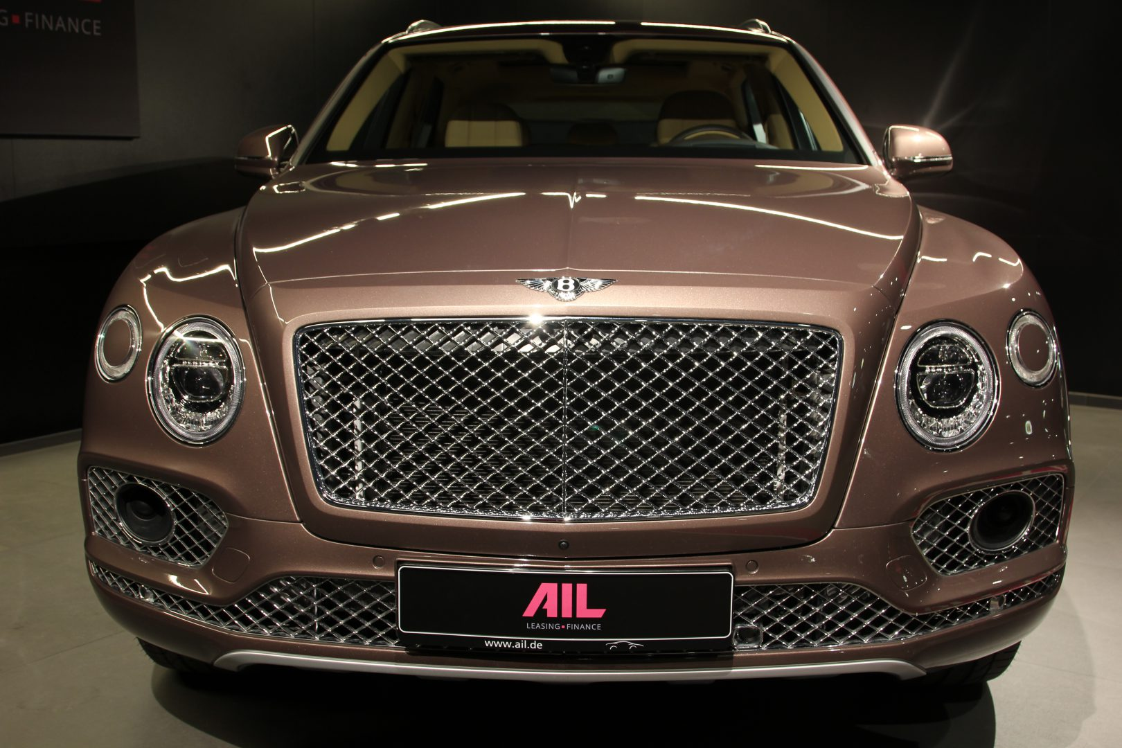 AIL Bentley Bentayga V8 Diesel Mulliner Driving Paket  1