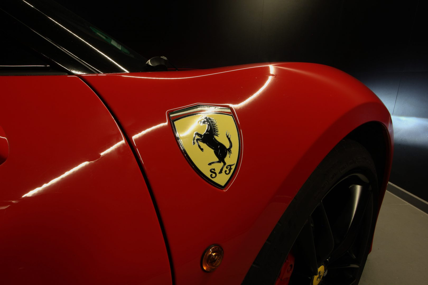 AIL Ferrari 488 GTB Rosso Corsa 3