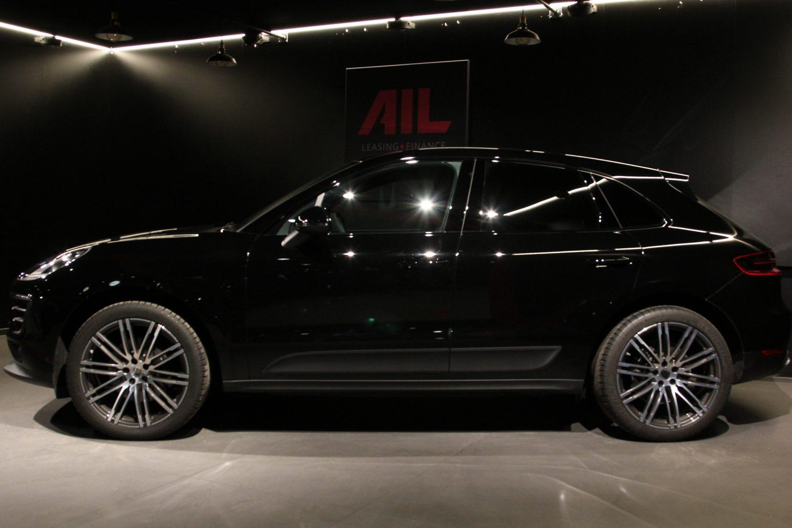 AIL Porsche Macan Panorama Bose LED 3