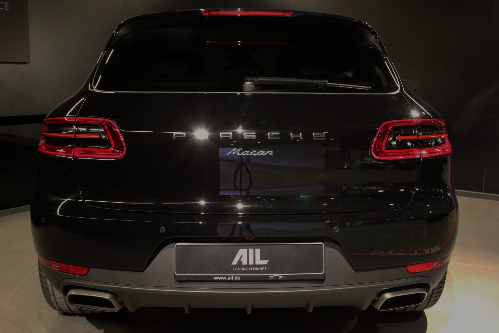AIL Porsche Macan Panorama Bose LED 5