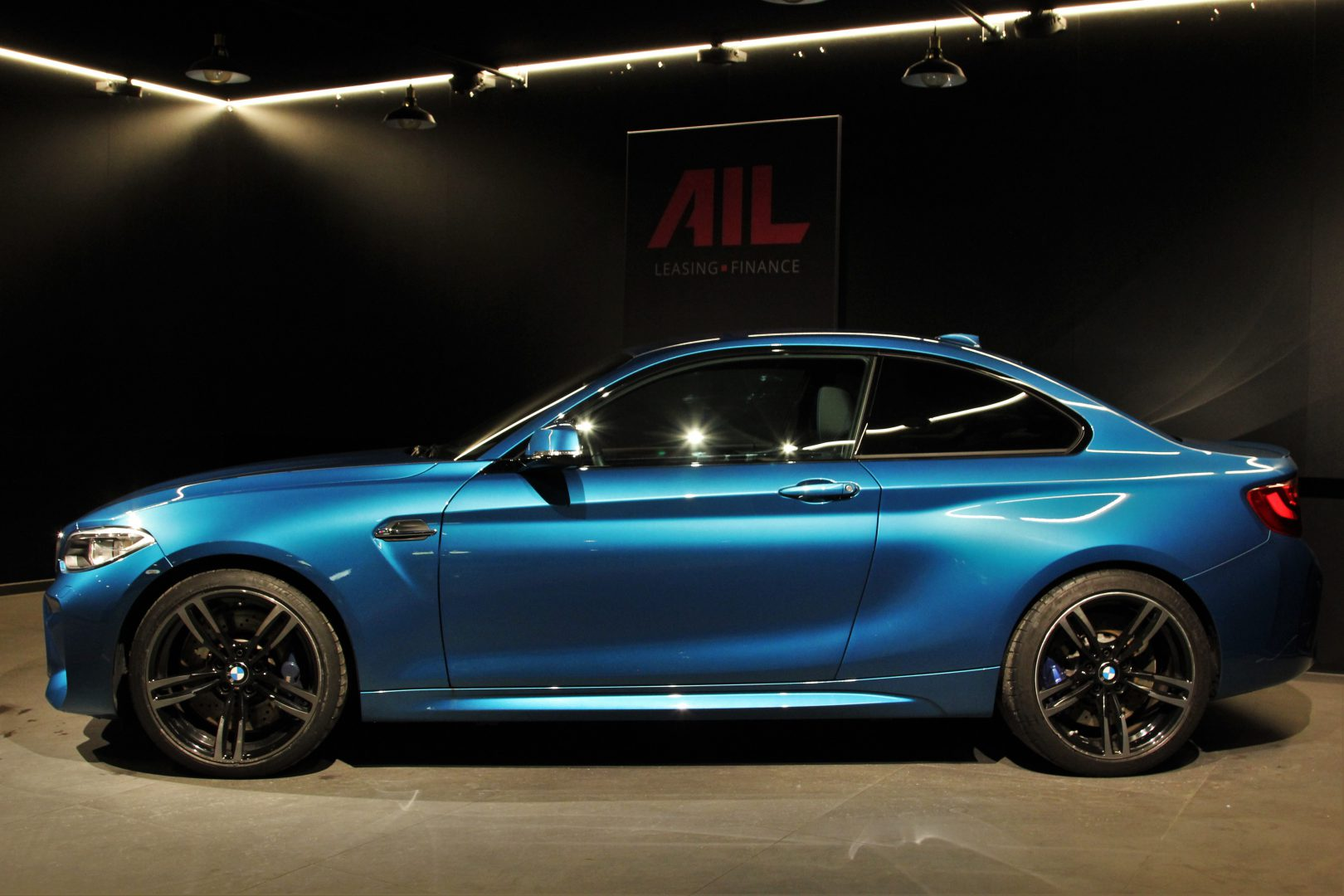 AIL BMW M2 LONG BEACH BLUE DKG  3