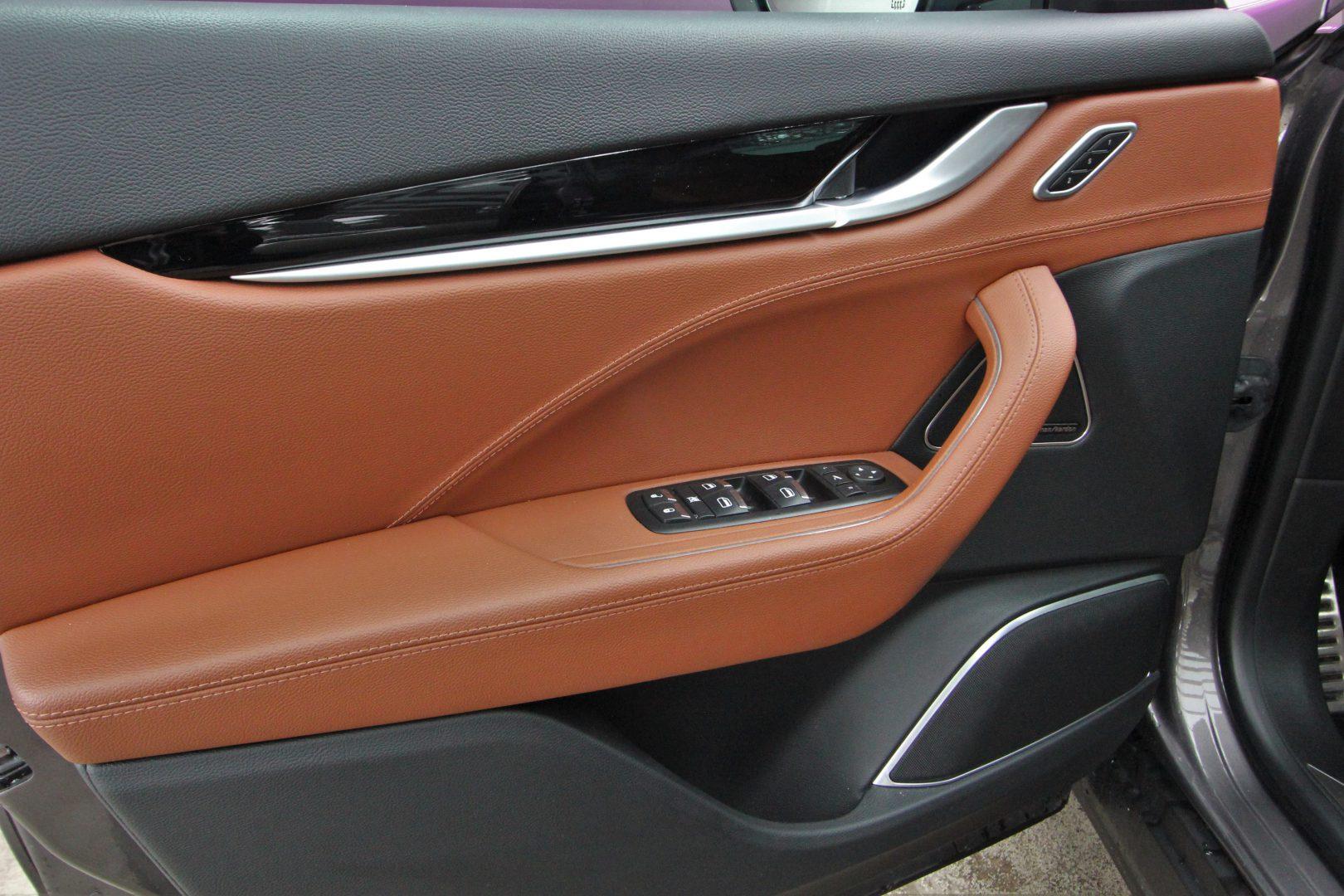 AIL Maserati Levante Diesel Business-Paket Plus 10