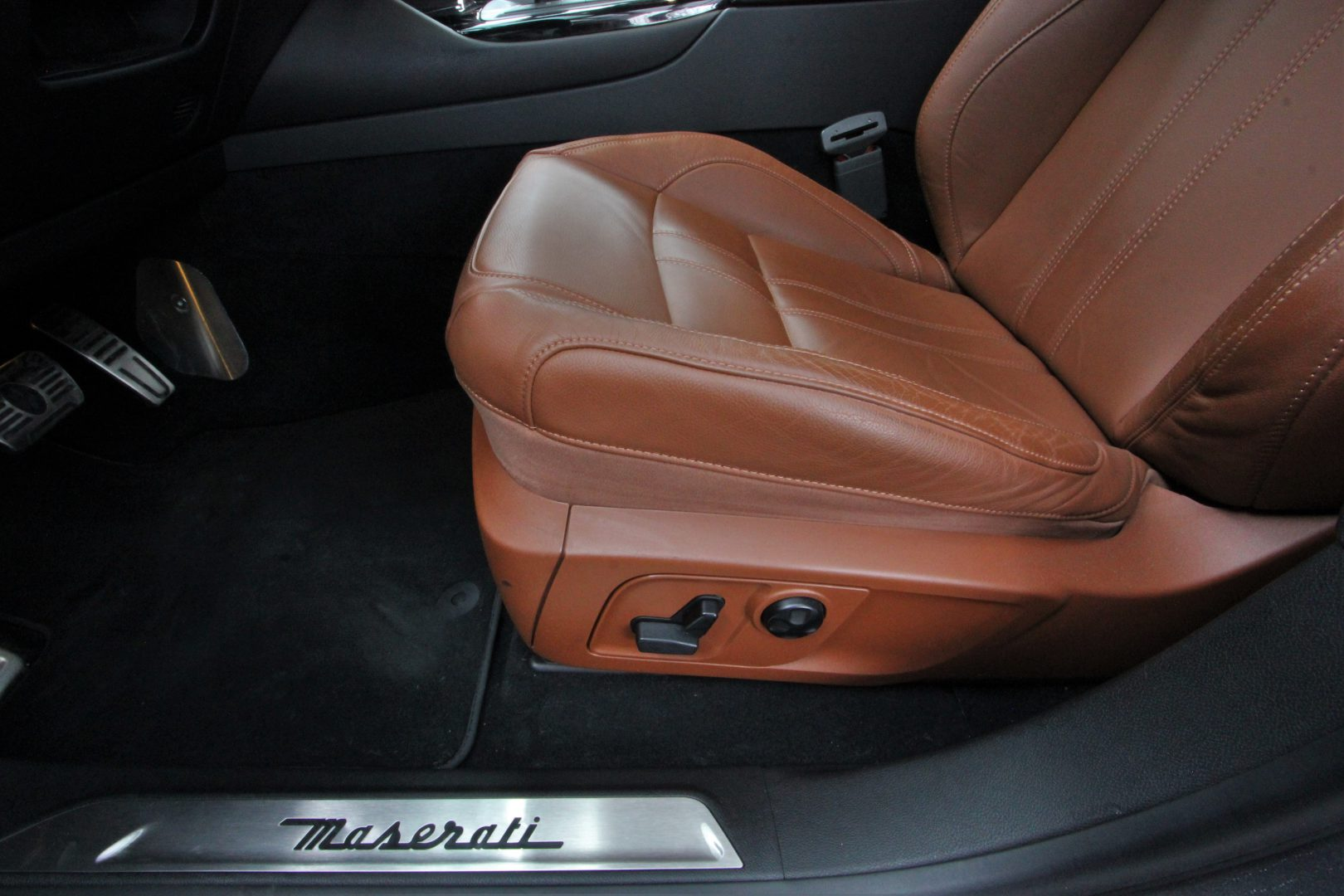 AIL Maserati Levante Diesel Business-Paket Plus 13