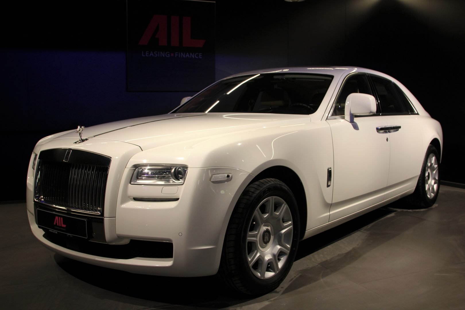 AIL Rolls Royce Ghost 6.6 V12  15