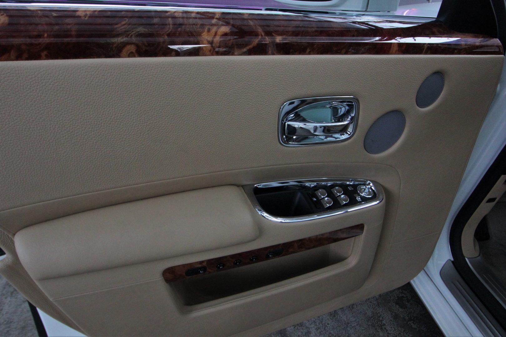 AIL Rolls Royce Ghost 6.6 V12  16