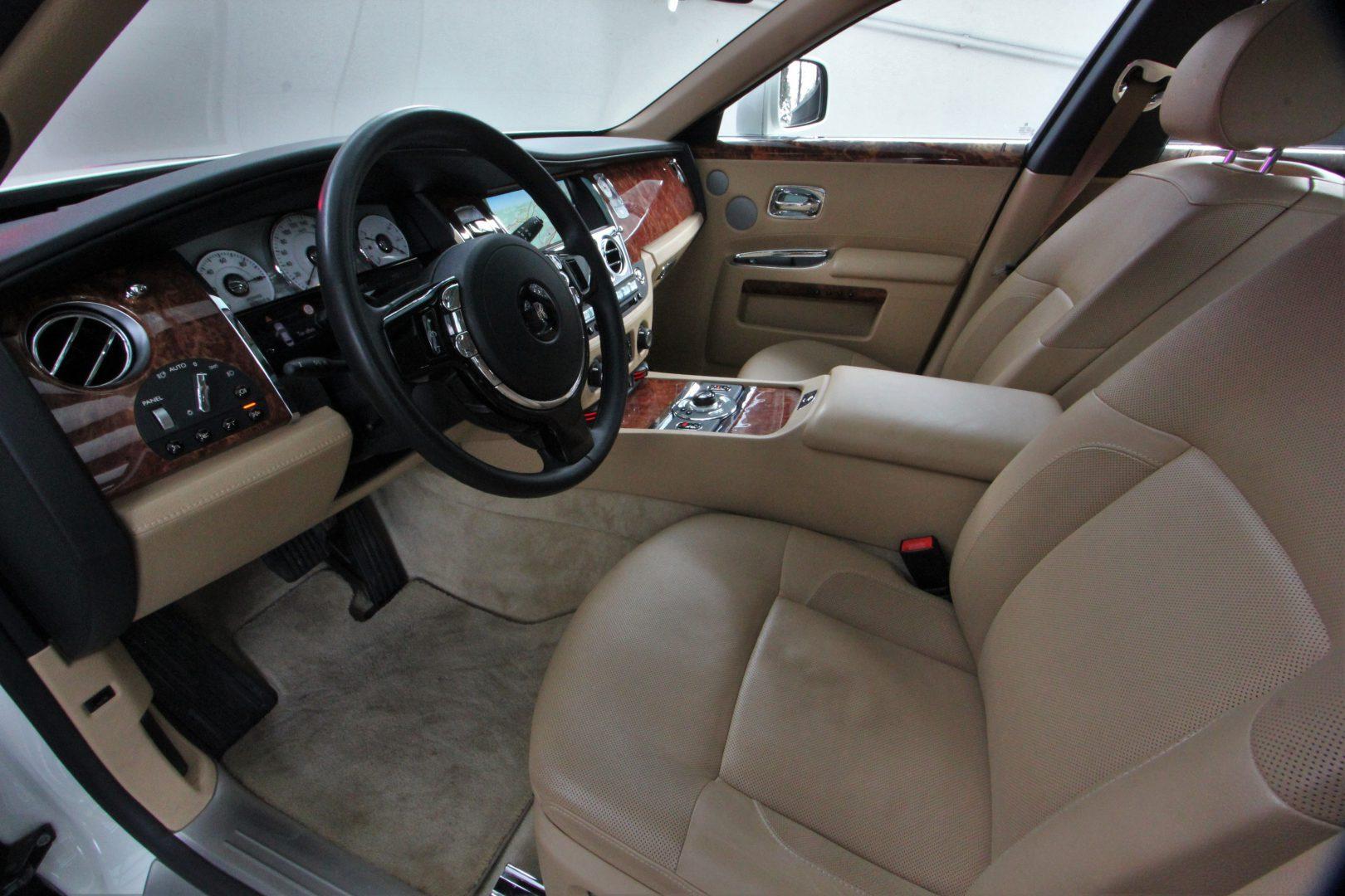 AIL Rolls Royce Ghost 6.6 V12  11