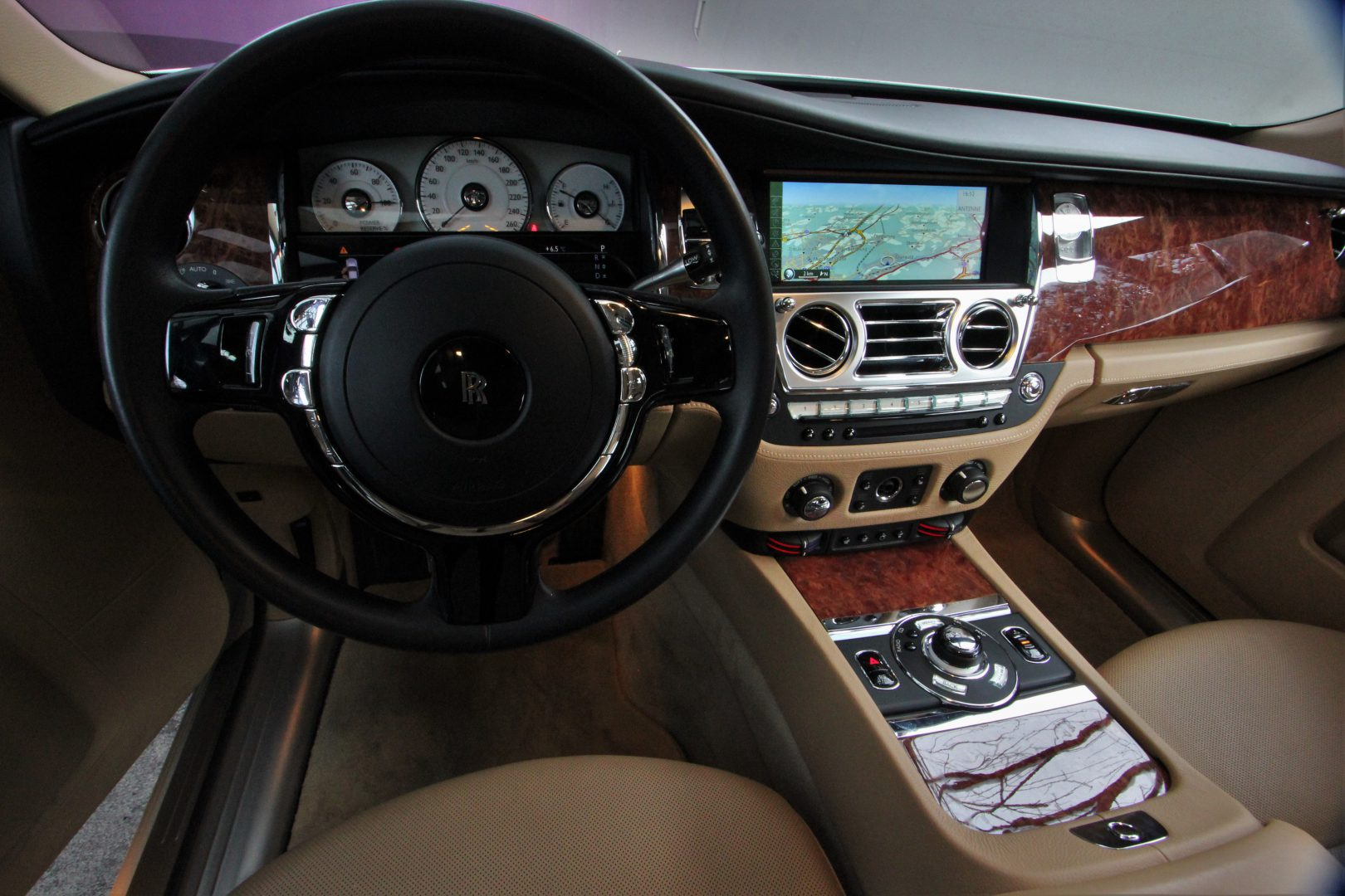 AIL Rolls Royce Ghost 6.6 V12  7