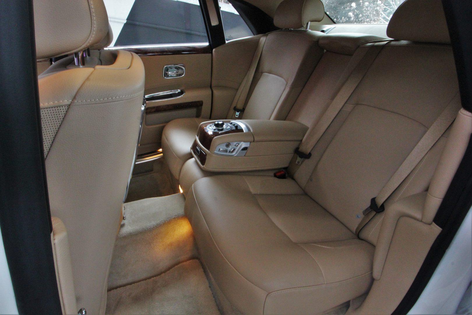 AIL Rolls Royce Ghost 6.6 V12  14