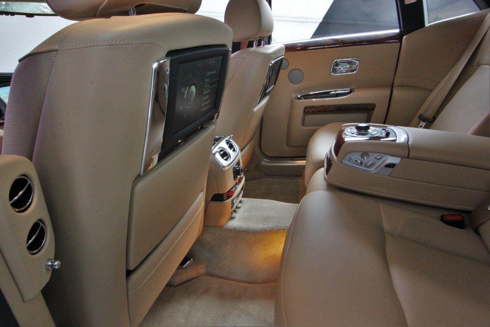 AIL Rolls Royce Ghost 6.6 V12  9