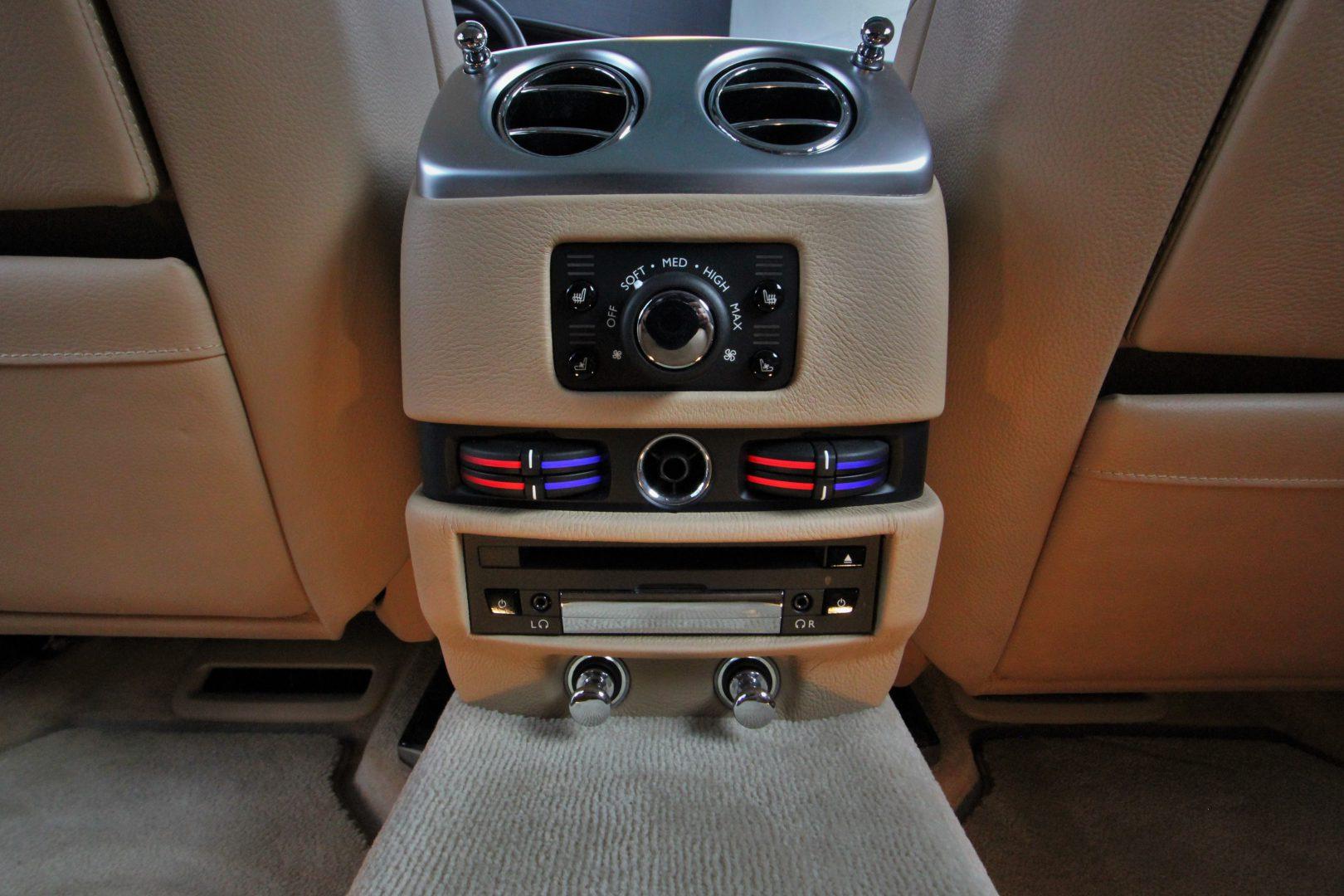 AIL Rolls Royce Ghost 6.6 V12  13
