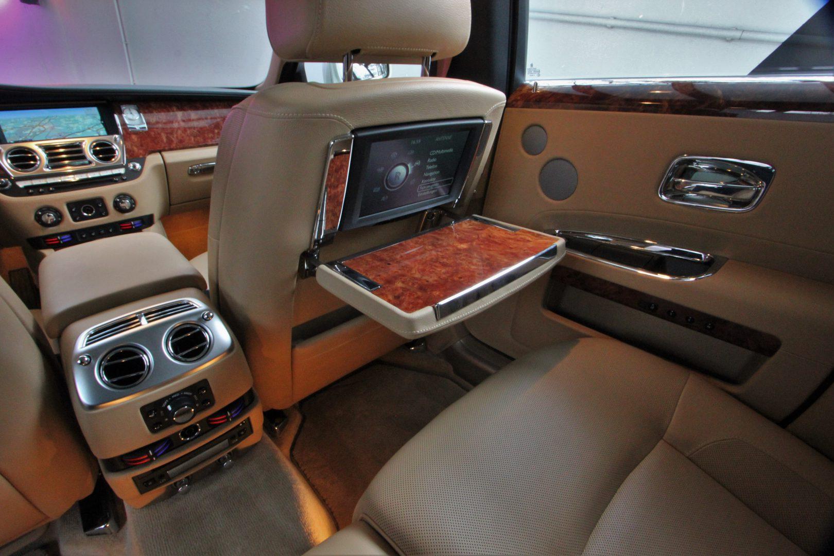 AIL Rolls Royce Ghost 6.6 V12  17