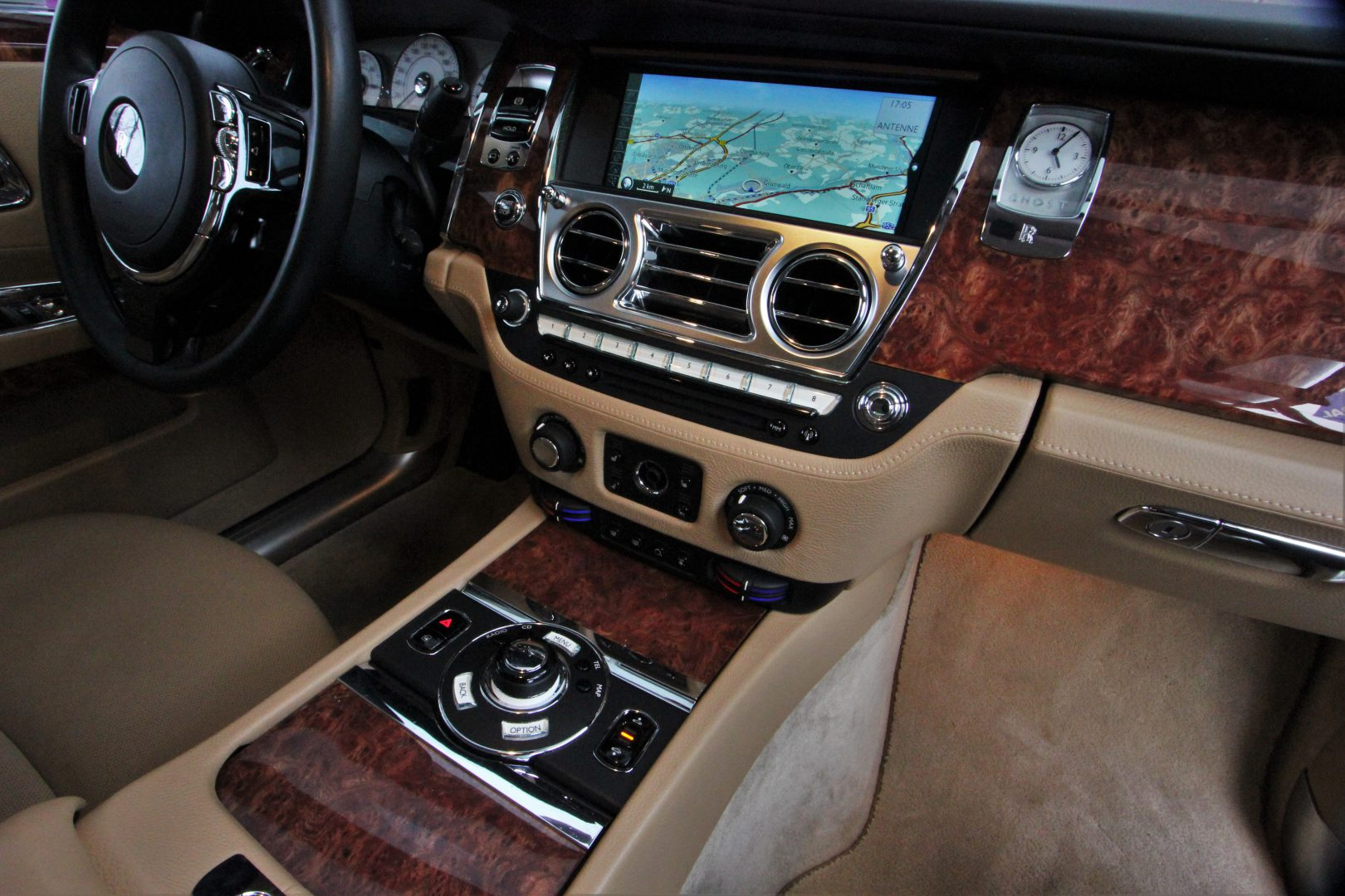 AIL Rolls Royce Ghost 6.6 V12  3
