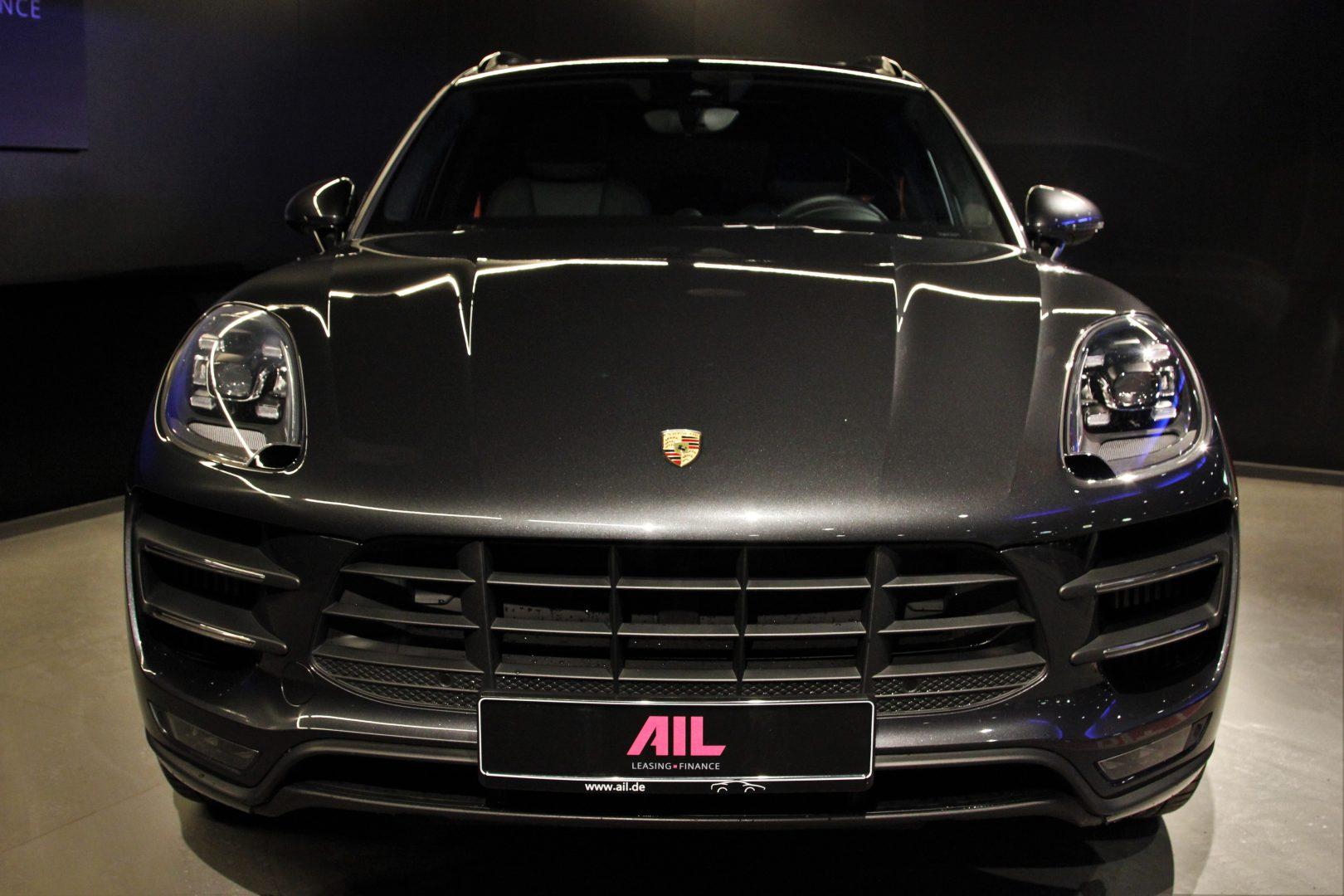 AIL Porsche Macan Turbo Performance Paket LED Sportabgas  7