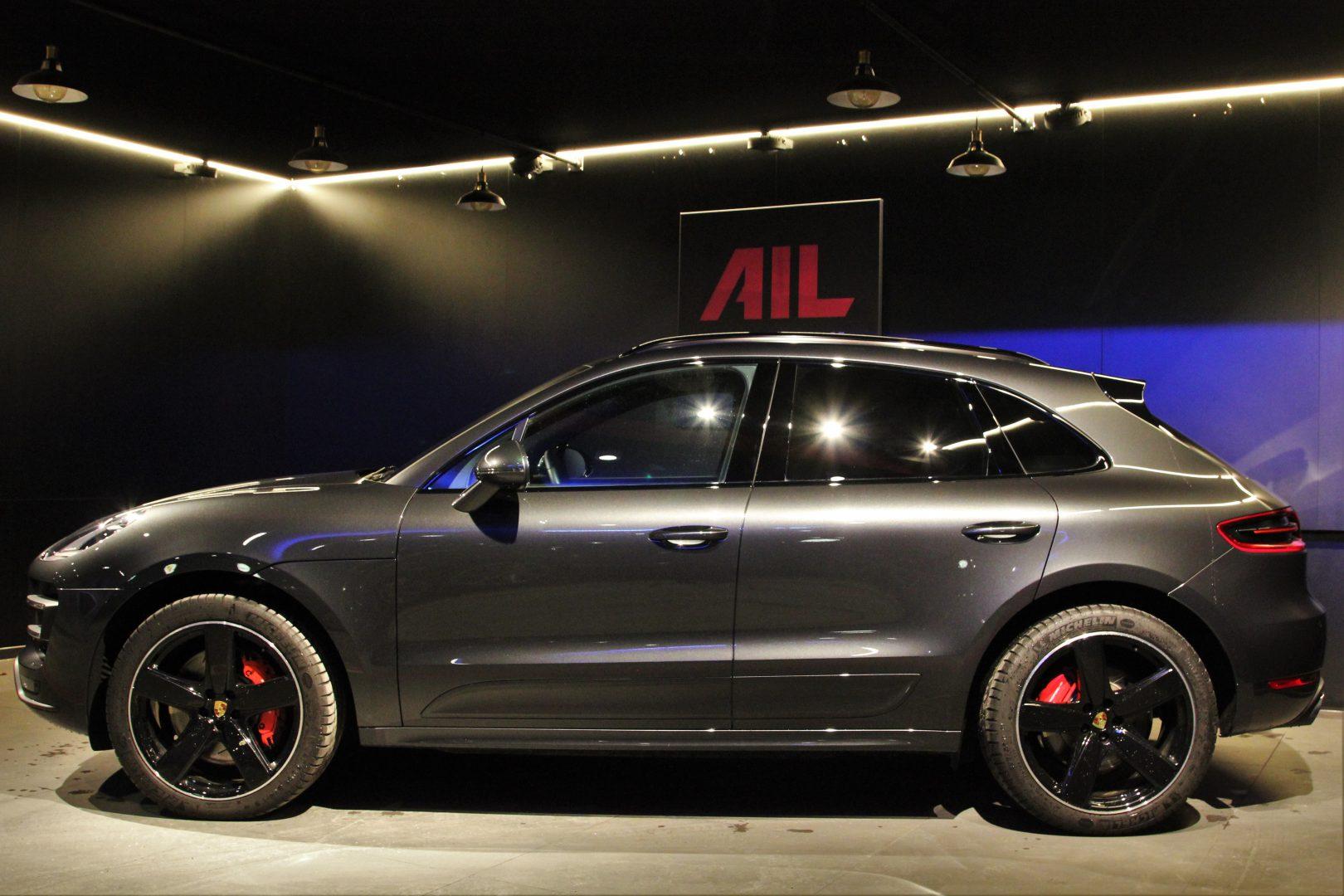 AIL Porsche Macan Turbo Performance Paket LED Sportabgas  1