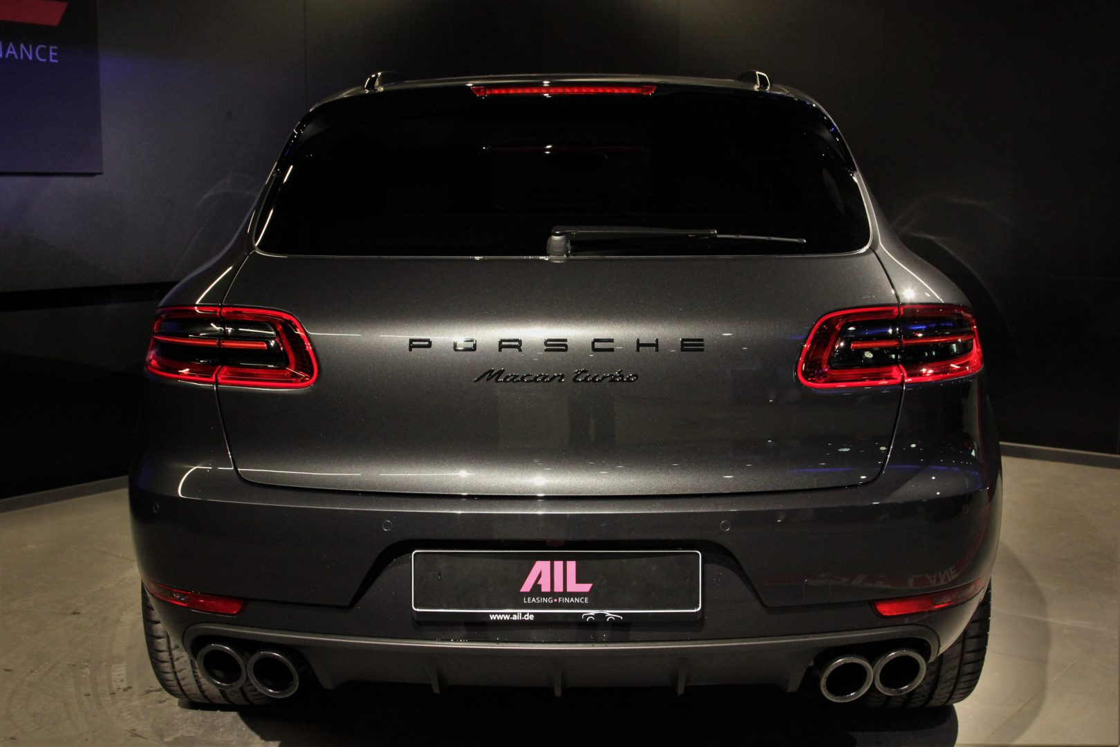 AIL Porsche Macan Turbo Performance Paket LED Sportabgas  5