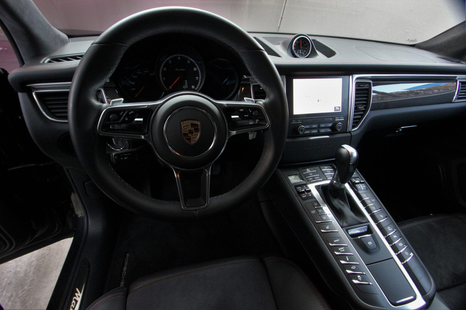 AIL Porsche Macan Turbo Performance Paket LED Sportabgas  10