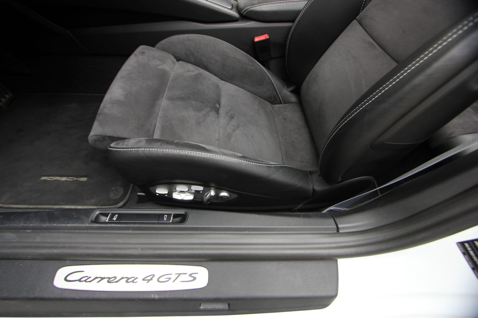 AIL Porsche 911 991 Carrera 4 GTS  10