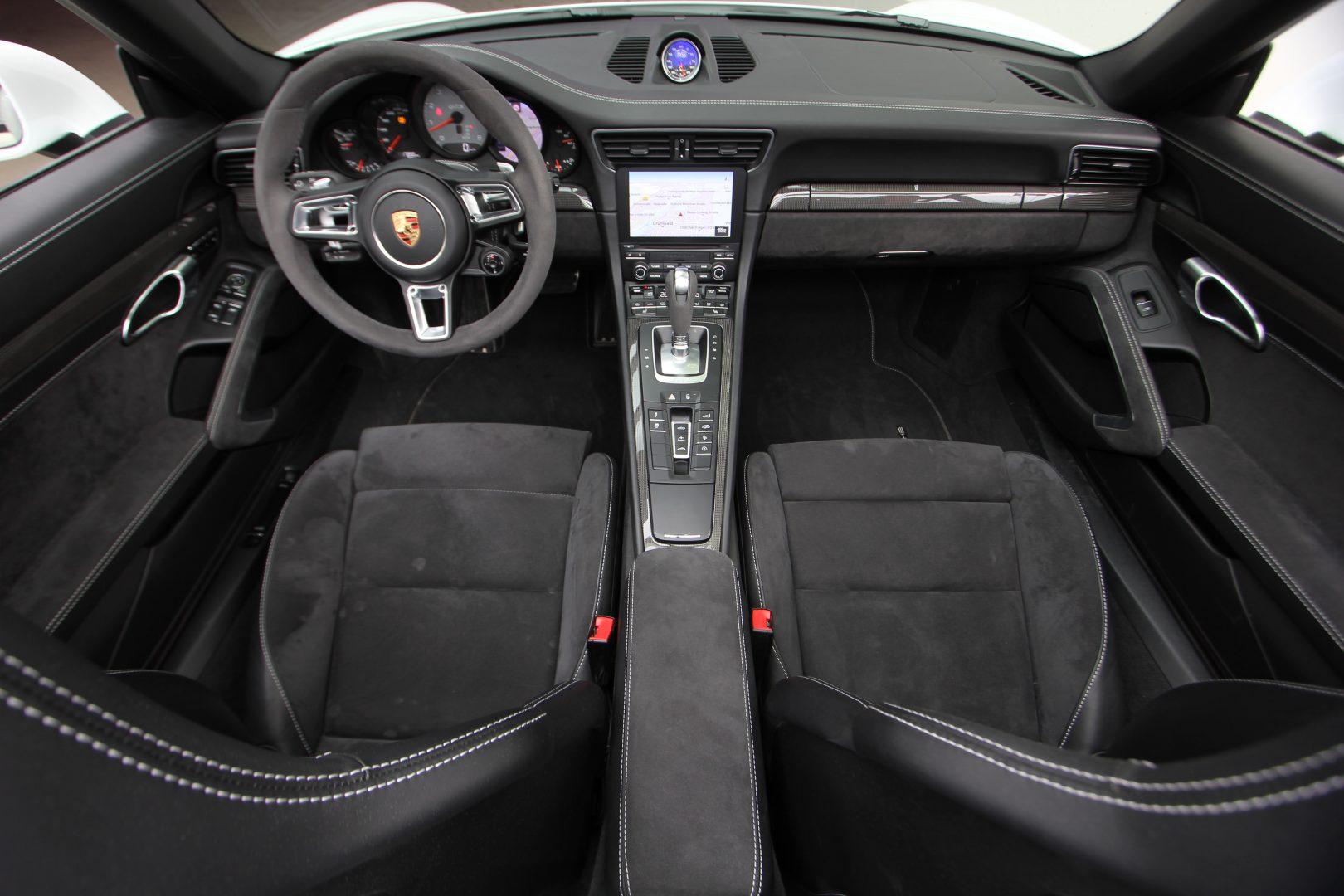 AIL Porsche 911 991 Carrera 4 GTS  12