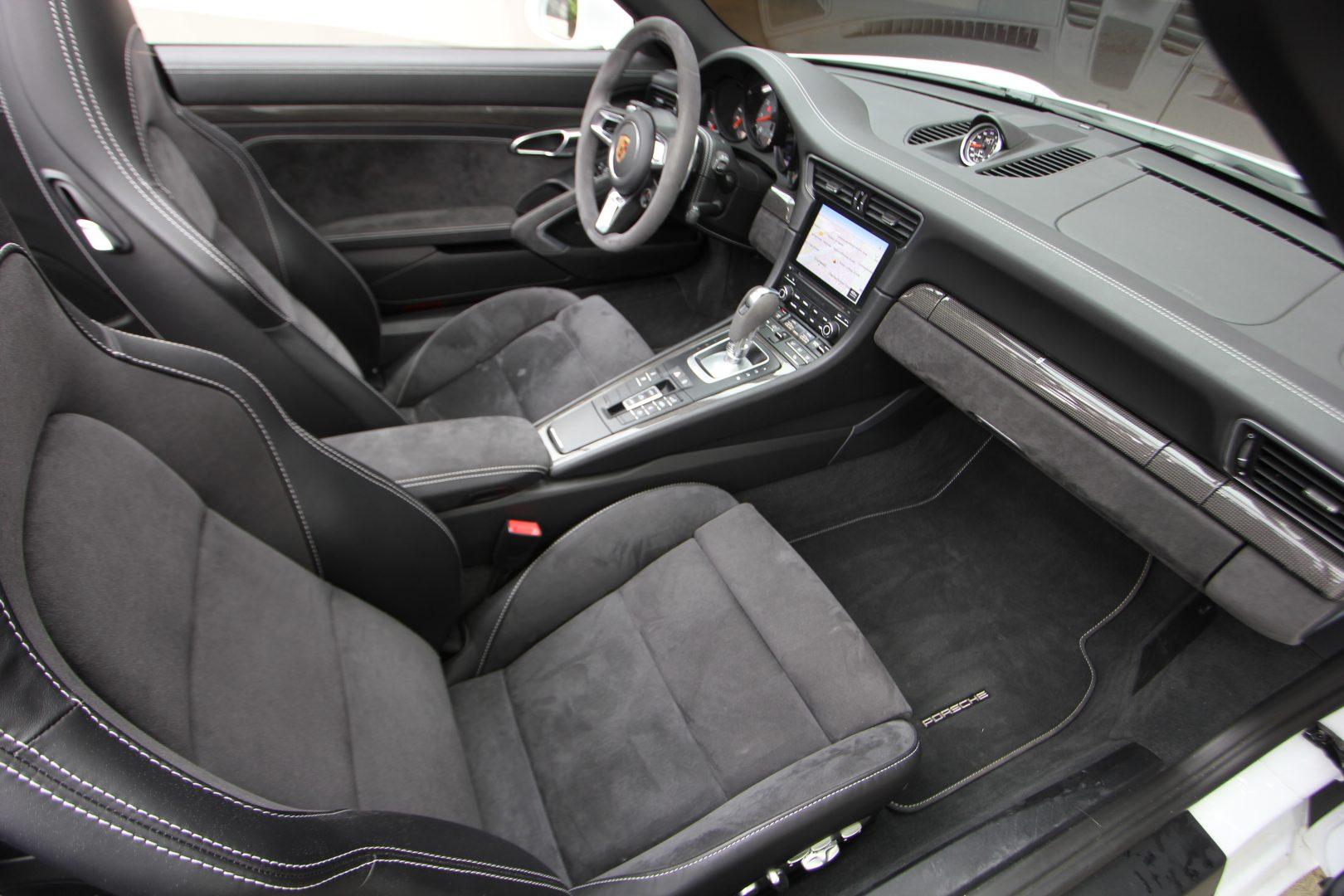 AIL Porsche 911 991 Carrera 4 GTS  5