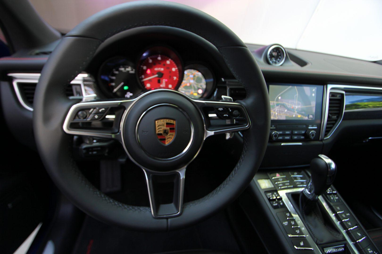 AIL Porsche Macan GTS Carbon Paket  6