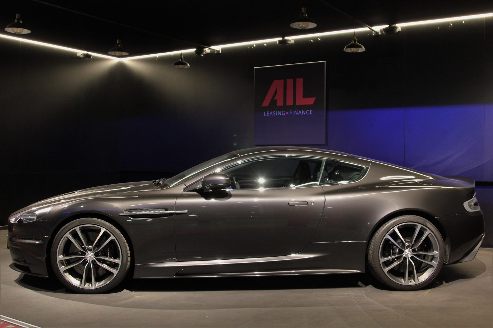 AIL Aston Martin DBS  4