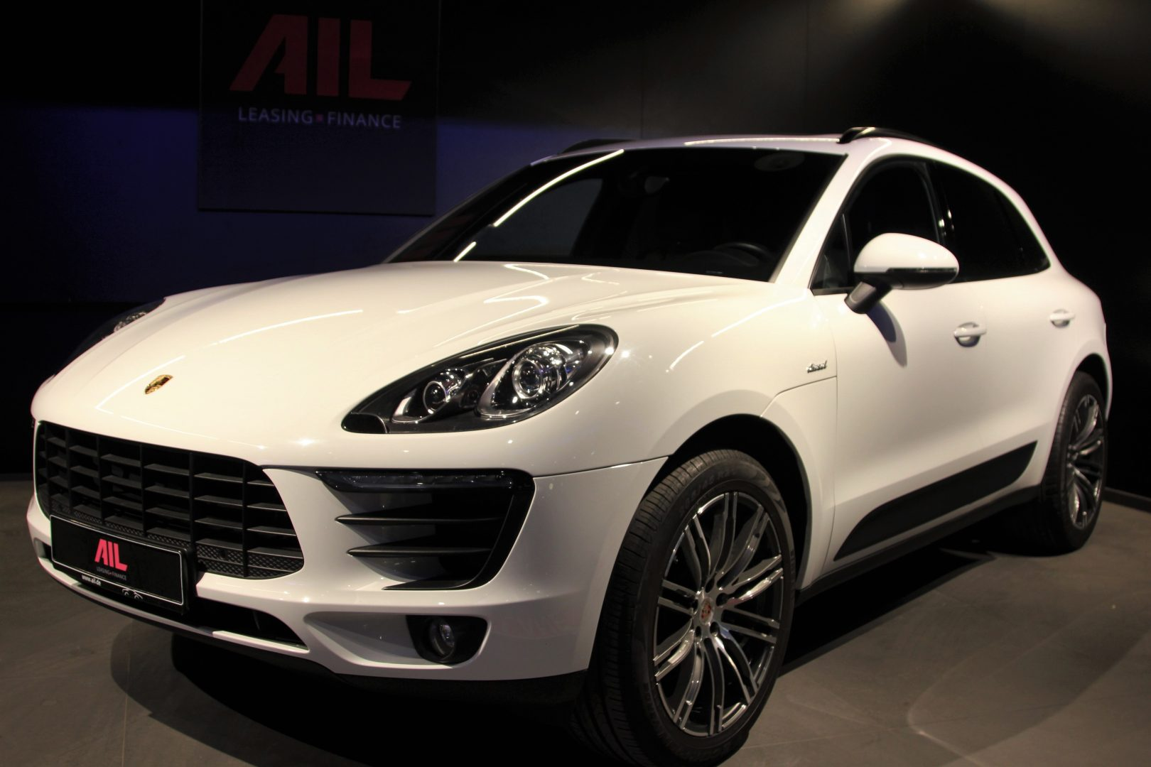 AIL Porsche Macan S Sound-Package Plus Panorama 12