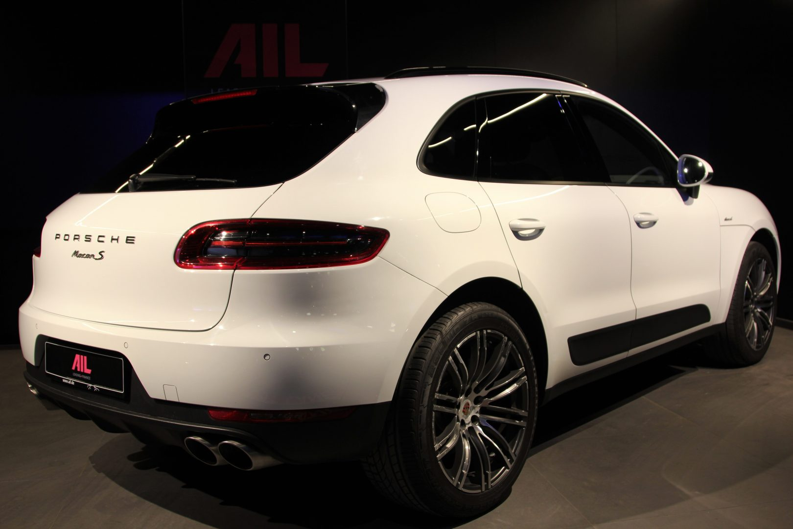 AIL Porsche Macan S Sound-Package Plus Panorama 1