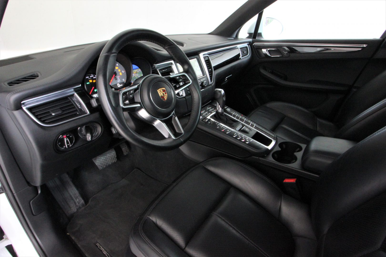 AIL Porsche Macan S Sound-Package Plus Panorama 2