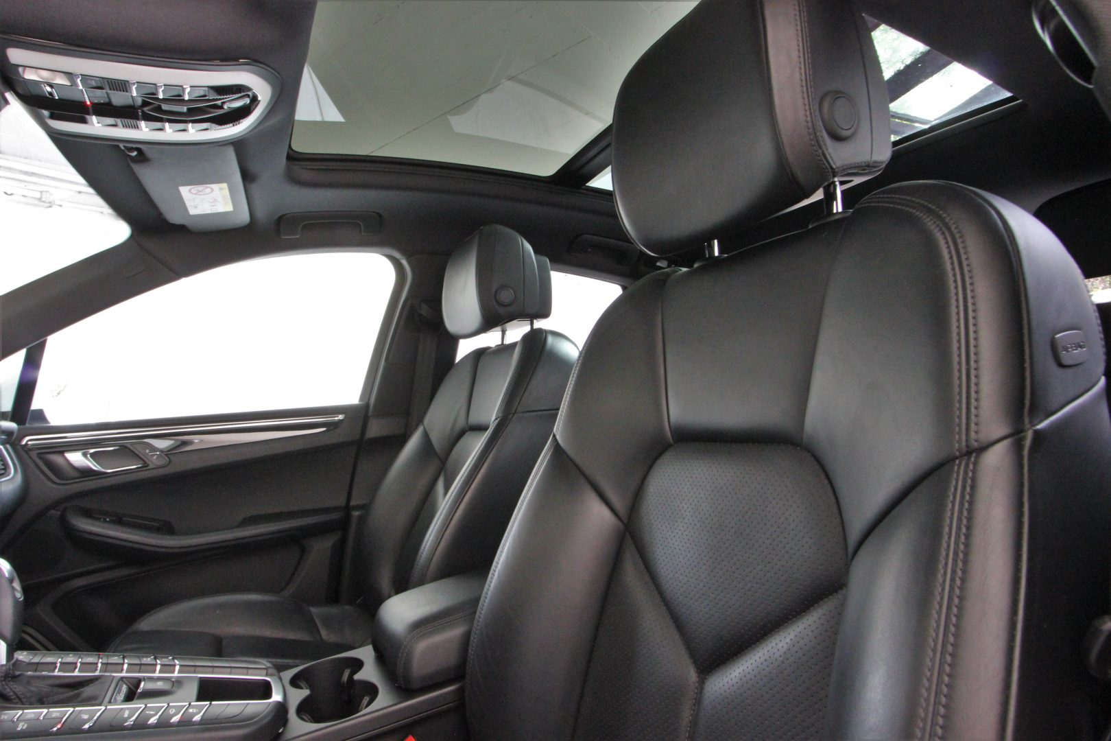 AIL Porsche Macan S Sound-Package Plus Panorama 3