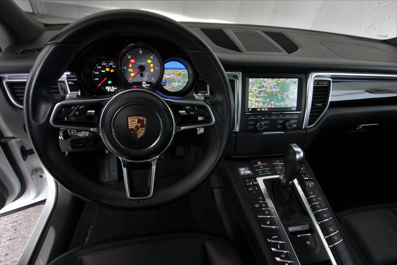 AIL Porsche Macan S Sound-Package Plus Panorama 6