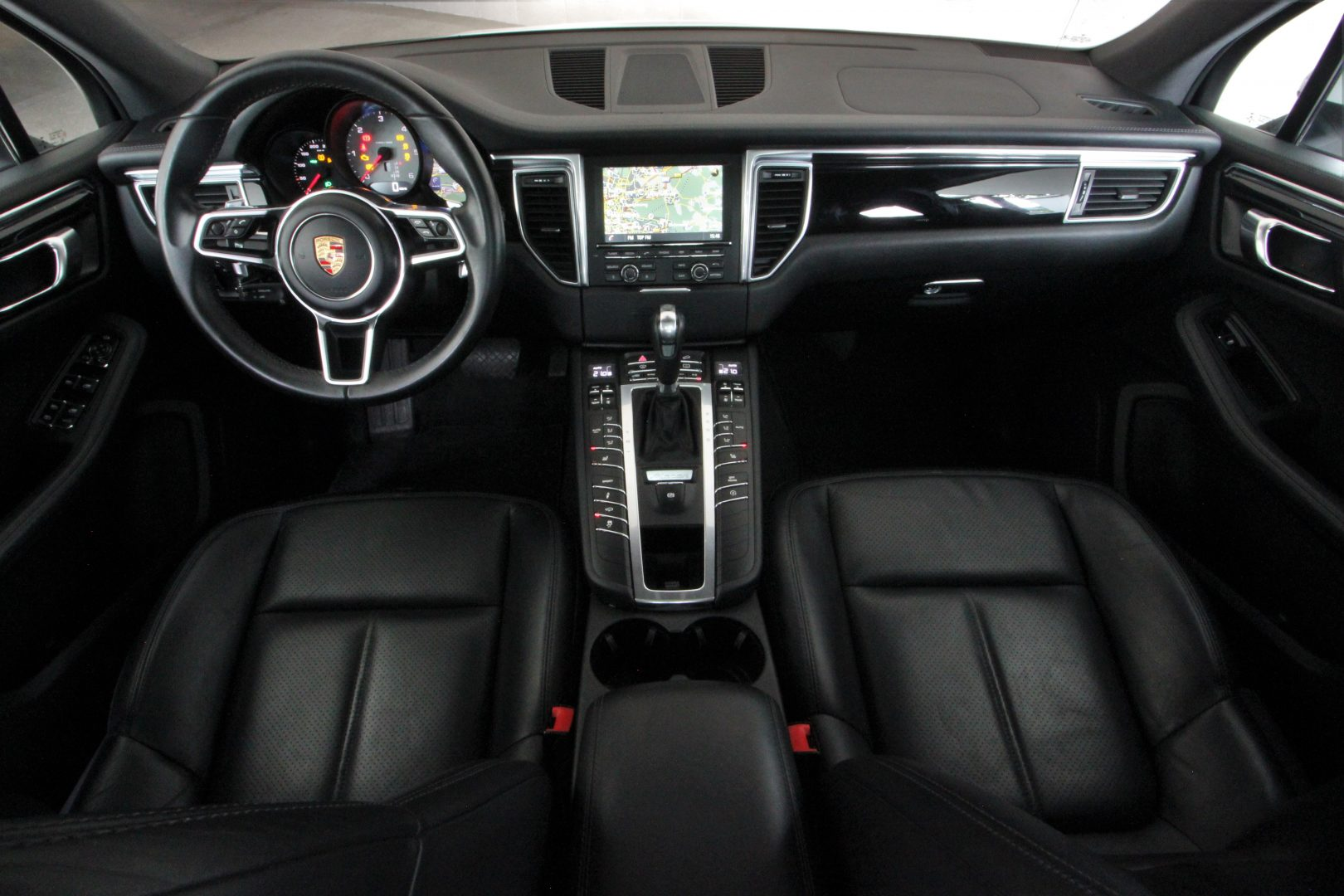 AIL Porsche Macan S Sound-Package Plus Panorama 9