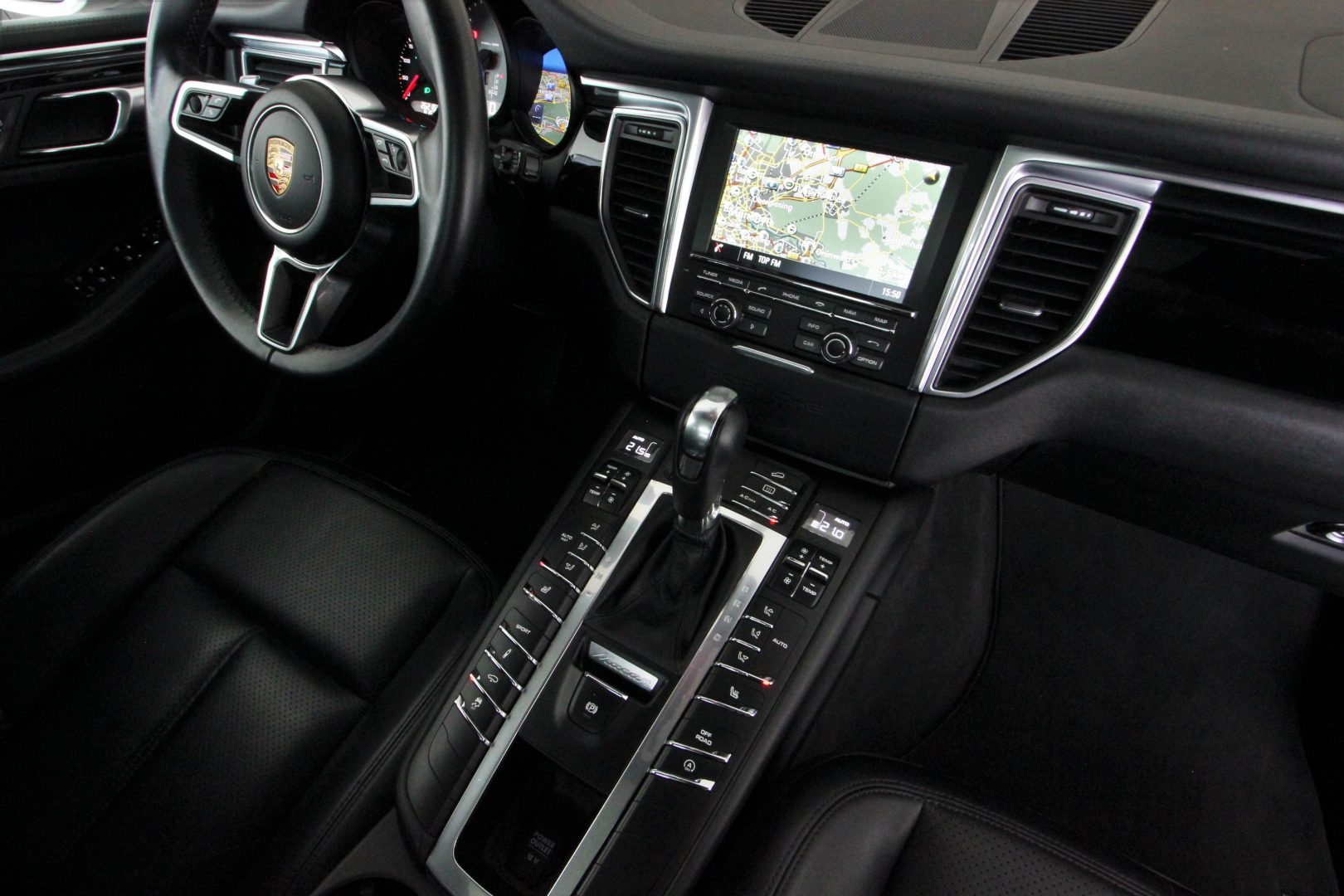 AIL Porsche Macan S Sound-Package Plus Panorama 5