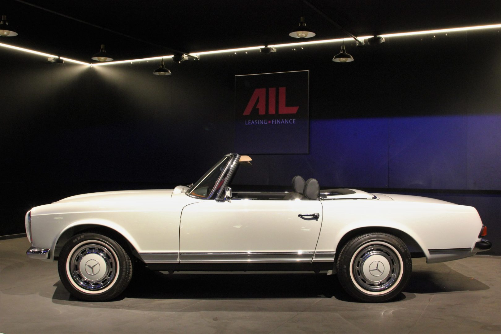 AIL Mercedes-Benz 280 SL Pagode Automatik 10