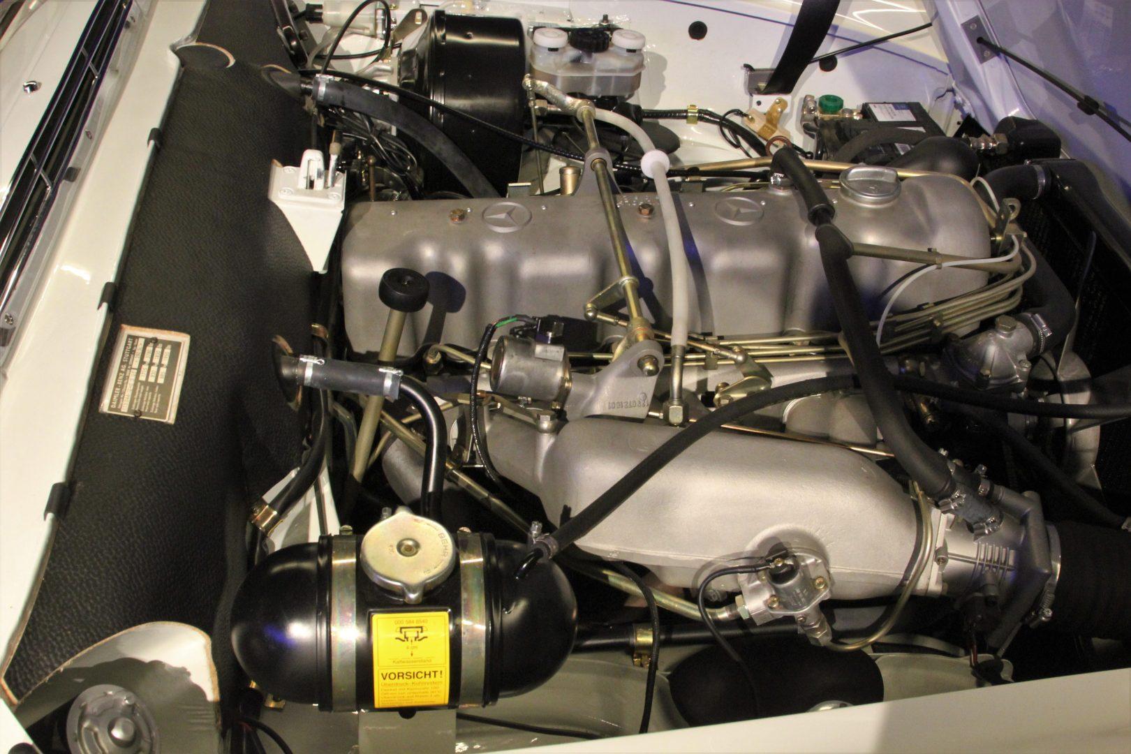 AIL Mercedes-Benz 280 SL Pagode Automatik 13