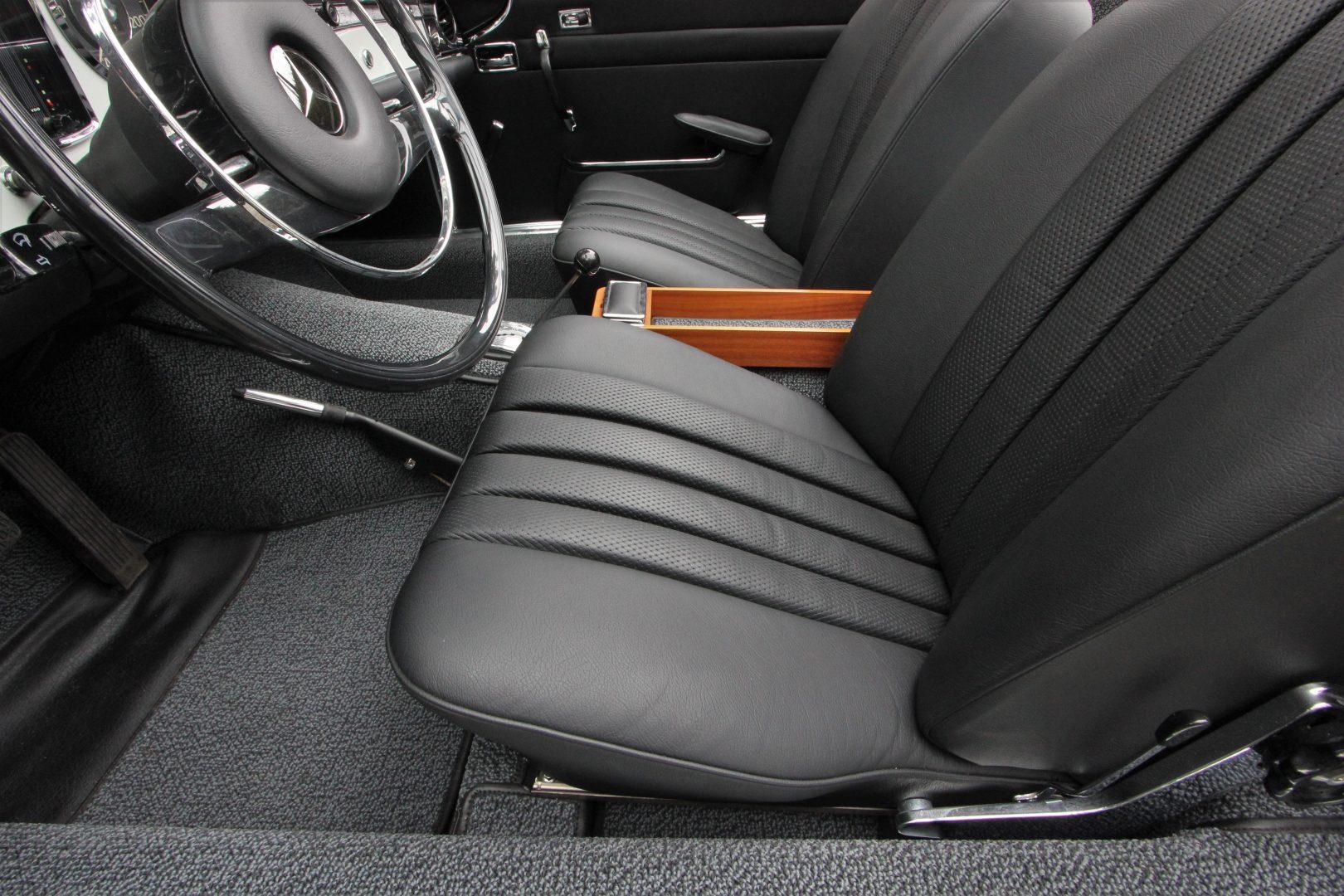 AIL Mercedes-Benz 280 SL Pagode Automatik 8