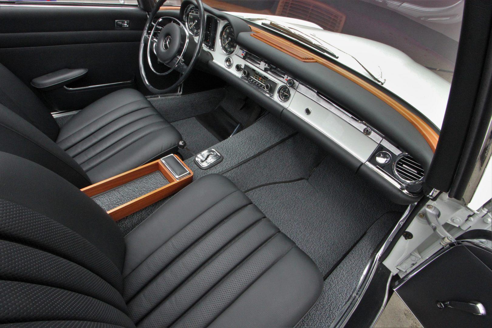 AIL Mercedes-Benz 280 SL Pagode Automatik 7