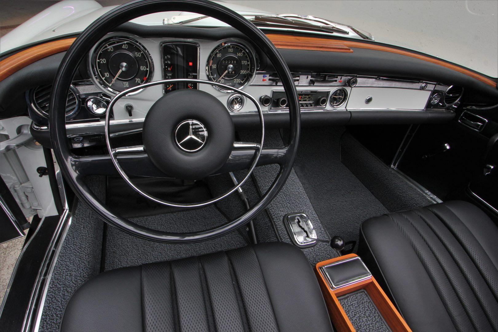 AIL Mercedes-Benz 280 SL Pagode Automatik 1