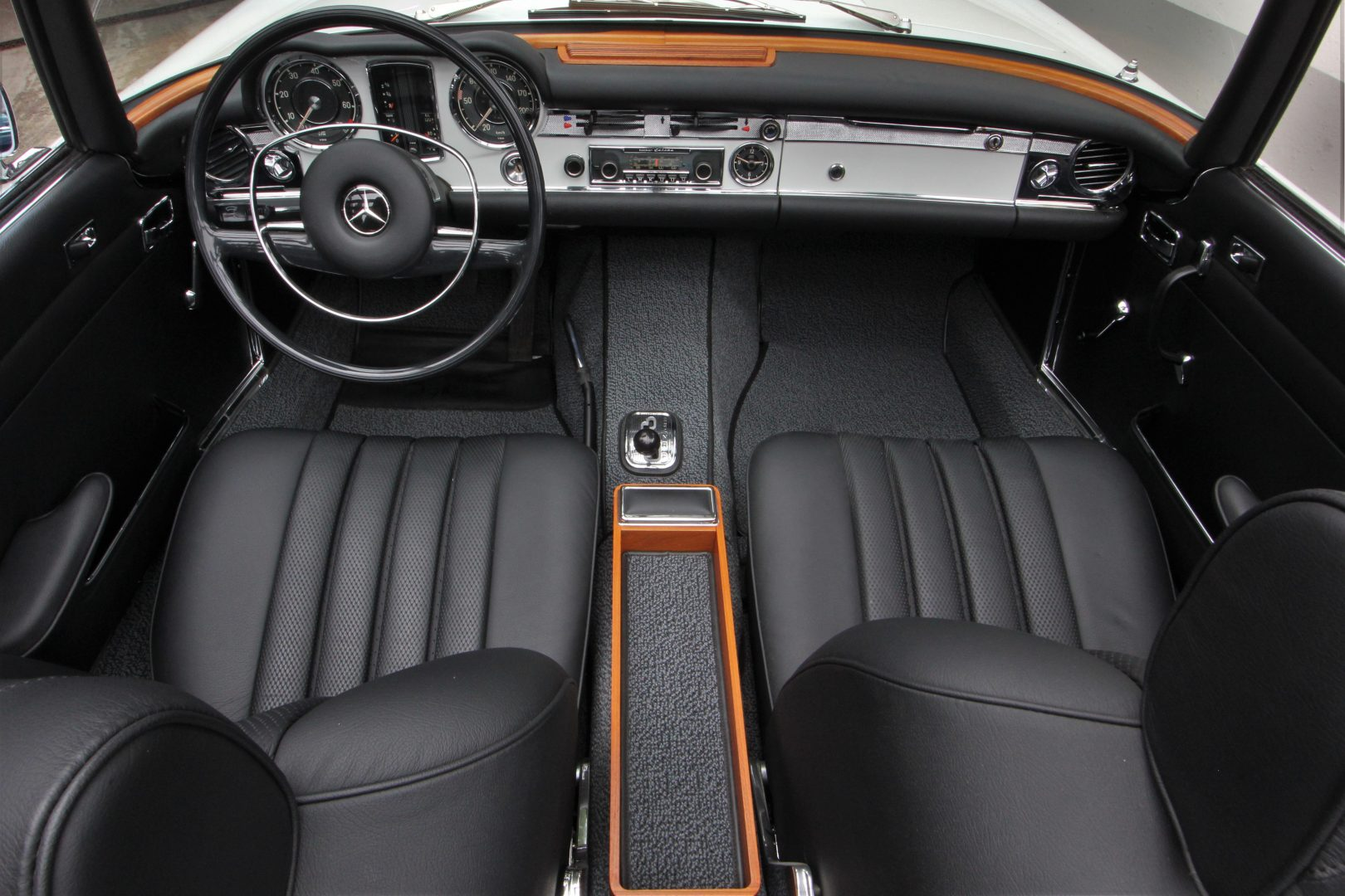 AIL Mercedes-Benz 280 SL Pagode Automatik 11