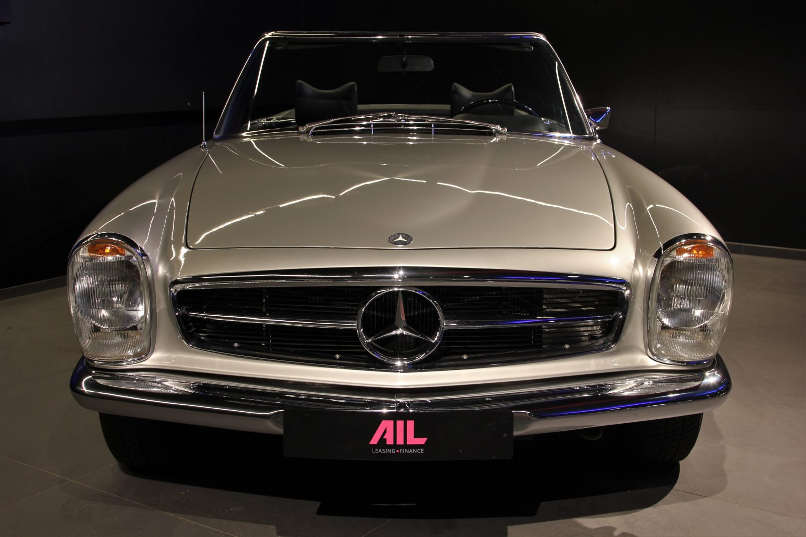 AIL Mercedes-Benz 280 SL Pagode Automatik 6