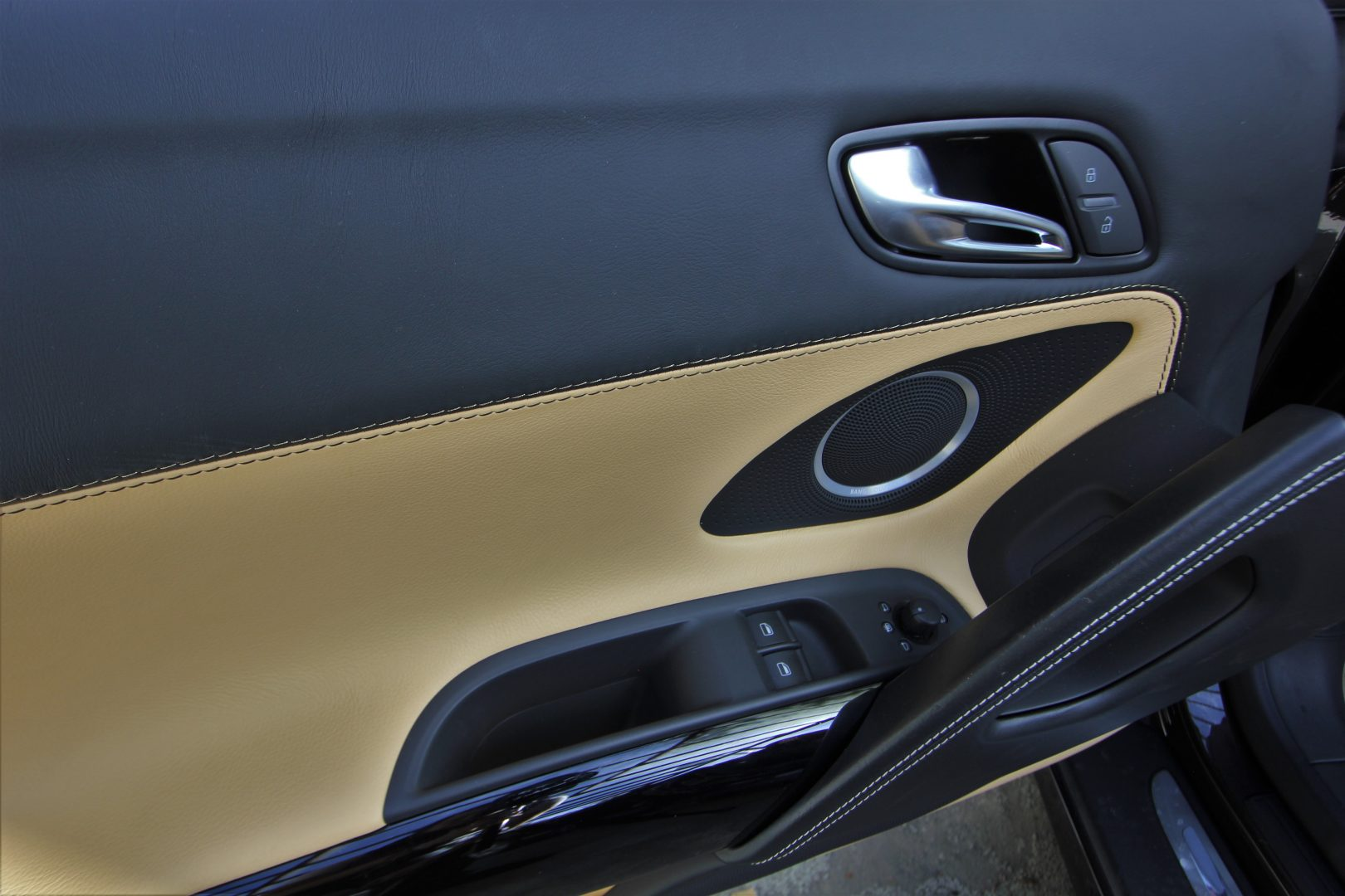 AIL Audi R8 Spyder V10 Exclusiv Paket Bi-color 12