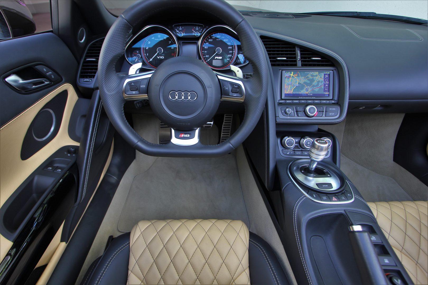 AIL Audi R8 Spyder V10 Exclusiv Paket Bi-color 1